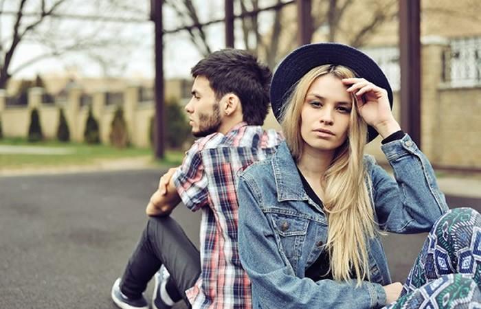 Mon copain discute t'il avec son ex copine